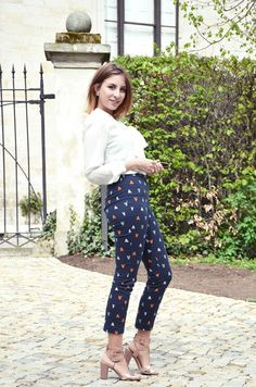 Outfit: Schluppenbluse and Muster | http://www.glasschuh.com/2015/04/outfit-schluppenbluse-muster/  #Outfit #style #classic #glasschuhloves #Pants #h&m #blue #heels #blouse