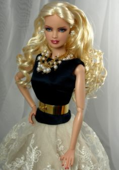 barbie dolls  .35 15 3...35.15.3 qw2