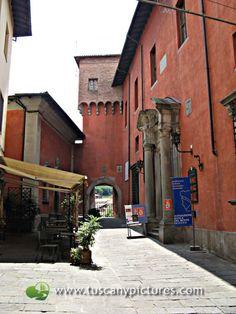 Castelnuovo di Garfagnana- such intense colors of the stucco!