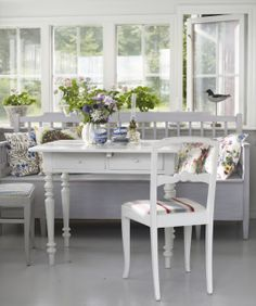 Two summer houses in Sweden Today I bring you not one, but two Swedish summer houses, one in Sankt Anna […] Swedish Cottage, Cozy Cottage, Sweden House, Appartement Design, Beach Cottage Style, White Houses, White Decor, Home Decor Trends, Kitchen Design