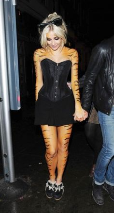 Pixie Lott with Tiger Makeup and Body Paint  http://makinbacon.hubpages.com/hub/tigermakeuphalloweentutorialsfacepainting