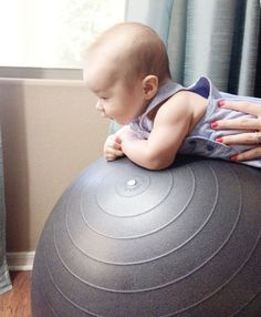 How to Play With Your Baby Newborn Ages 0-4 Months | Momma Society-The Community of Modern Moms | http://www.mommasociety.com