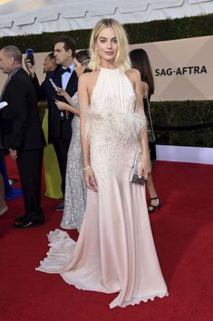 Margot Robbie styled by Kate Young Margot Robbie Wedding Dress, Margot Robbie Style, Margot Elise Robbie, Margo Robbie, Red Carpet Dresses, 15 Dresses, Bridesmaid Dresses, Celebrity Red Carpet, Celebrity Style