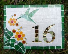 plaque de maison en mosaique Mosaic Garden Art, Mosaic Diy, Mosaic Crafts, Mosaic Projects, Mosaic Stepping Stones, Stone Mosaic, Mosaic Glass, Stained Glass Designs, Mosaic Designs