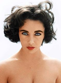 Elizabeth Taylor defined modern celebrity and is considered the last classic Hollywood icon. Elizabeth Taylor Trust and Elizabeth Taylor Estate. Divas, Classic Beauty, Timeless Beauty, True Beauty, Iconic Beauty, Real Beauty, Beauty Art, Hollywood Glamour, Classic Hollywood