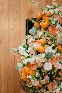 I'm SO into this arrangement! #wedding #blooms
