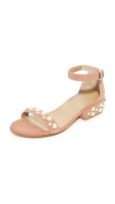 STUART WEITZMAN Allpearls Sandals. #stuartweitzman #shoes #sandals