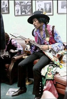 Saturday March The Jimi Hendrix Experience Played Two Shows At Hunter College In New York City, ( Backstage ) Beatles, Jimi Hendrix Poster, Band Of Gypsys, Hey Joe, Jimi Hendrix Experience, Psychedelic Music, Black Actors, Miles Davis, Janis Joplin