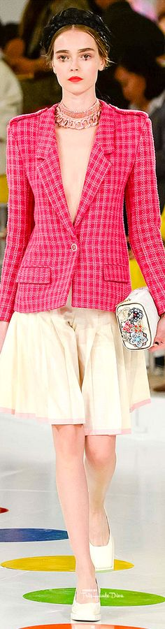 Chanel's Cruise Collection 2016 presented in Seou, South Korea. Chanel Outfit, Chanel Jacket, Chanel Fashion, Love Fashion, High Fashion, Fashion Show, Fashion Design, Chanel Style, Ladies Fashion