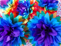 Paper flowers in rainbow colors Mexican Paper Flowers, Tissue Paper Flowers, Diy Flowers, Laura Lee, Diy And Crafts, Paper Crafts, Rainbow Roses, Rainbow Colors, Rainbow Paper