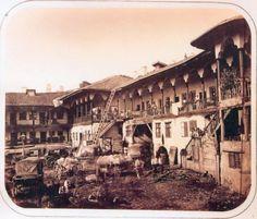 Bucuresti , Hanul lui Manuc - 1880 - fotografie de Szathmary Old Pictures, Old Photos, Vintage Photos, Bucharest Romania, Historical Pictures, Old City, Bulgaria, Homeland, Paris Skyline