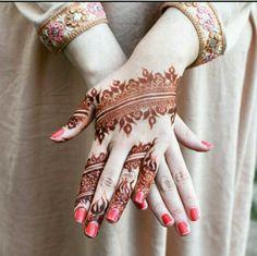 Arabic henna design. Simply beautiful.
