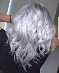 Long Waves with Warm Caramel Balayage - 70 Balayage Hair Color Ideas with Blonde, Brown and Caramel Highlights - The Trending Hairstyle Long Black Hair, Long Curly Hair, Curly Hair Styles, Pelo Color Gris, Blonde Grise, Silver Blonde Hair, Silver White Hair, Silver Platinum Hair, Platinum Hair Color