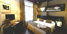 Welcome to Petit Palace Plaza de la Reina Hotel (previously Bristol) on the official website of the hotel chain Petit Palace. Best price guaranteed for the Petit Palace Plaza de la Reina hotel. Palace, Hotel Boutique, Hotel Bristol, Free Wifi, Valencia, Bunk Beds, Hotels, Furniture, Laptop