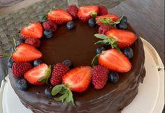 Tejszínes málnás-csokis torta
