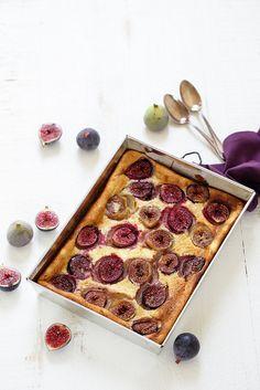 Clafoutis figues et mascarpone Je vous propose le dessert du mercredi, super simple, crémeux, fruité et très de saison : un clafoutis aux figues et au mascarpone (avec ou sans gluten). J'adore les figues, c'est un fruit et un arbre qui fait partie de mes souvenirs d'enfance (j'ai des figuiers…