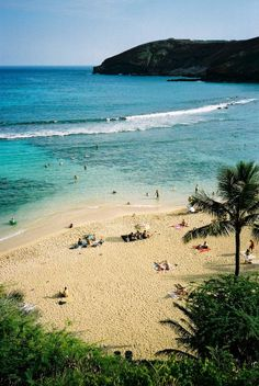 Hanauma Bay, Oahu, Hawaii, USA one of my favorite places i've seen, need to go back! Hawaii Surf, Hawaii Life, Hawaii Travel, Bali Travel, Mexico Travel, Spain Travel, Oh The Places You'll Go, Places To Travel, Places To Visit