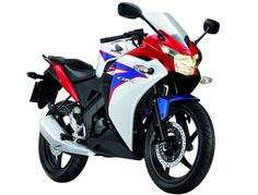 Honda CBR150R to be launched in India during March 2012. This motorcycle displacing 150cc is the baby brother of the CBR250R!