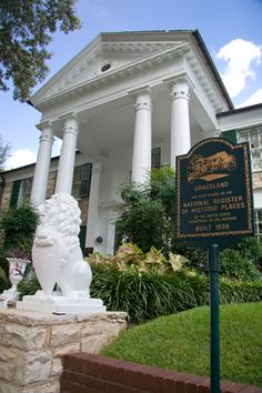 Elvis' mansion, Graceland, in Memphis, Tennessee