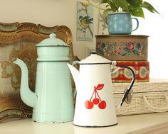 Vintage enamelware. *hellarozas*