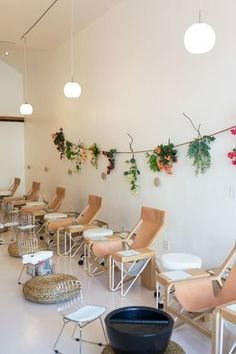 Only in LA would there be a nail salon with goregous leather & wood chairs like this. (Olive and June Nail Salon)