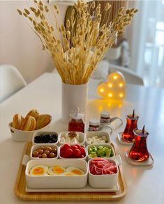 Breakfast Catering, Breakfast Platter, Breakfast Lunch Dinner, Breakfast Presentation, Food Presentation, Sleepover Food, Bistro Food, Food Decoration, Food Platters
