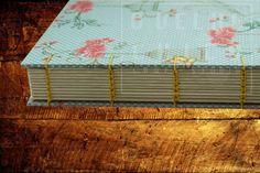 Caderno costura Copta e capa em tecido de algodão. Estampa muito delicada e romântica.
