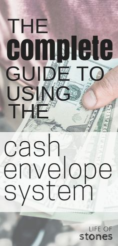 Cash envelope system - This complete guide is great if you're a beginner or looking to switch to using a cash envelope system! Save money, get out of debt and stop using credit cards with this awesome system! Dave Ramsey, how to use cash envelopes, cash Budgeting System, Budgeting Finances, Budgeting Tips, Budget Envelopes, Cash Envelopes, Cash Envelope Budget, Financial Peace, Financial Tips, Financial Planning