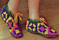 Transcendent Crochet a Solid Granny Square Ideas. Inconceivable Crochet a Solid Granny Square Ideas. Crochet Slipper Pattern, Afghan Crochet Patterns, Crochet Granny, Crochet Mittens, Knitted Slippers, Slipper Socks, Granny Square Slippers, Crochet Hook Sizes, Junior