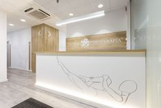 Interior Design for Global Fisioterapia Physiotherapy and Santa Perpet Clinic Interior Design, Clinic Design, Massage Clinic, Massage Therapy Rooms, Studio Pilates, Medical Office Decor, Cabinet Medical, Reception Desk Design, Aesthetic Clinic
