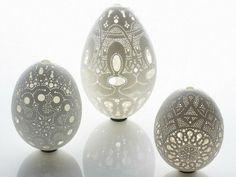 Ażurowe wydmuszki - Egg shell art by Franc Grom Egg Crafts, Easter Crafts, Art D'oeuf, Egg Shell Art, Carved Eggs, Hand Carved, Easter Egg Designs, Ukrainian Easter Eggs, Egg Art