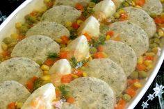 Karp po żydowsku w galarecie Finger Foods, Karp, Sausage, Food And Drink, Polish Recipes, Fish, Coleslaw, Meat, Chicken