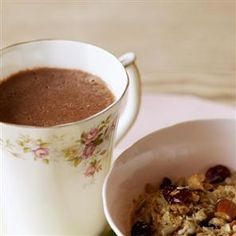 Some people love hot chocolate with a bit of spice, so try making a warm chocolate drink with a hint of cinnamon or nutmeg. Raspberry Lemonade, Strawberry Smoothie, Non Alcoholic Cocktails, Soft Drink, Hot Chocolate Recipes, Beverages, Drinks, Elderflower, Chocolate Coffee