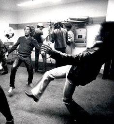 Bob Marley et Jimy Hendrix : Marley et Jimy Hendrix jouent au foot lors d'un enregistrement en studio | tomtom122