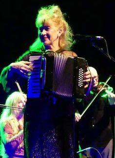 Loreena Mckennitt, Drums, Music Instruments, Concert, Percussion, Musical Instruments, Drum, Concerts, Drum Kit