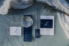 Eine traumhaft eisige Winterhochzeit am Seeufer Winter Stil, Dusty Blue, Weddings, Style, Pine Cones, Getting Married, Swag, Wedding, Marriage