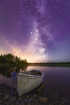 Scenery Light in Darkness - A touch of magenta aurora, a milky way and a healthy dose of light pollution. Beautiful Sky, Beautiful World, Beautiful Places, Pretty Pictures, Cool Photos, Landscape Photography, Nature Photography, Night Photography, Landscape Photos