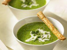 Cremige Erbsensuppe mit Grissini-Brot - smarter - Zeit: 30 Min. | eatsmarter.de Diese Suppe mit Erbsen überzeugt nicht nur durch ihre Farbe.