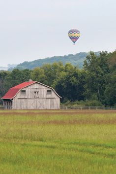 Leiper's Fork offers a picturesque stopping point.