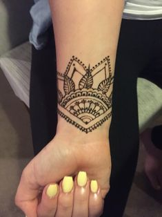 Simple wrist henna design