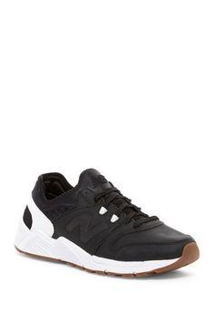 009 Sneaker