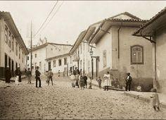 Ladeira de S.Francisco - 1910 - Plano médio cruzam. com Beco de Sto.Amaro - Foto Aurélio Becherini