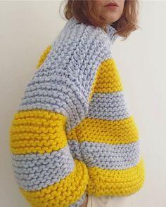 This looks so cosy! Knitting Designs, Knitting Projects, Knitting Patterns, Knitting Needles, Hand Knitting, Knit Fashion, Fashion Wear, Sweater Design, Garter Stitch