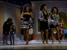 ▶ The Pointer Sisters - Santa Claus is coming to town - YouTube