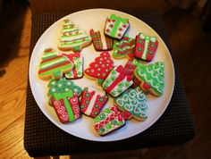 """I made some cookies for a """"party favor"""" of a baby shower friend, and all the guests loved it, so I decided to do it last Xmas with piparimauste and they are delicious and looks like xmas ornaments - by Ana -- #Piparkakku #Joulu #Gingerbread #Christmas"""