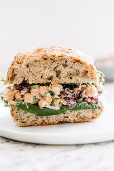 Cranberry chickpea salad sandwiches are one of my favorite easy plant-based lunch recipes. This vegan/vegetarian sandwich is filling and tastes great! Salat Sandwich, Chickpea Salad Sandwich, Vegan Chicken Salad, Veggie Sandwich, Vegetarian Lunch, Vegetarian Recipes, Healthy Recipes, Vegetarian Cooking, Going Vegetarian