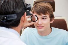 Конъюнктивит, который  иногда называют розовым глазом, развивается, когда  слизистая оболочка глаза воспаляется или инфицируется.  И очень часто конъюнктивит является аллергической реакцией.  Однако это заболевание может быть также вызвано бактериальной или вирусной инфекцией.     http://крымздоровье.рф/zrenie-i-slukh/allergicheskij-kon-yunktivit