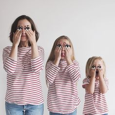 Mom and Daughters in Matching Outfits Continue to Make Us Smile in Adorable New Photos Mother Daughter Photos, Mother Daughter Photography, Family Portraits, Family Photos, Decoration Photo, Mommys Girl, Shooting Photo, Two Daughters, Cute Family