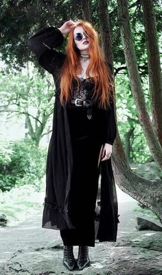 Are you looking for outfits ideas for this Halloween? Then check out these 33 alternative looks and get inspired!