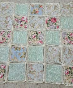 Love this sweet idea for patchwork and lace tablecloth. Crochet and fabric quilt – Artofit This Pin was discovered by She Crochet Bedspread Pattern, Crochet Fabric, Crochet Blanket Patterns, Quilt Patterns, Shabby Chic Quilts, Baby Rag Quilts, Diy Crafts Crochet, Quilt Tutorials, Quilting Designs